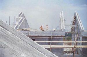 בניית הגגות בשכונת החרוב תחילת שנות התשעים